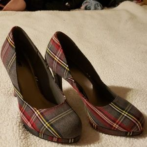 Adorable plaid fall heels size 7.5